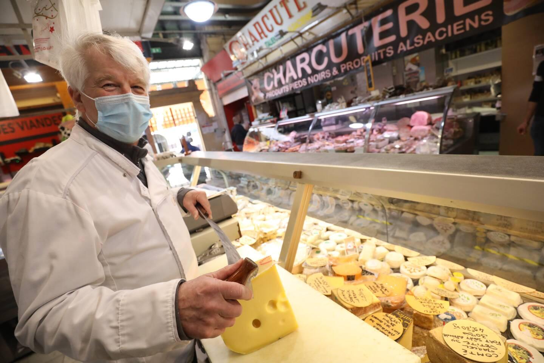 Patrick, de la fromagerie-crémerie des Halles, se réjouit de maintenir de bons chiffres.