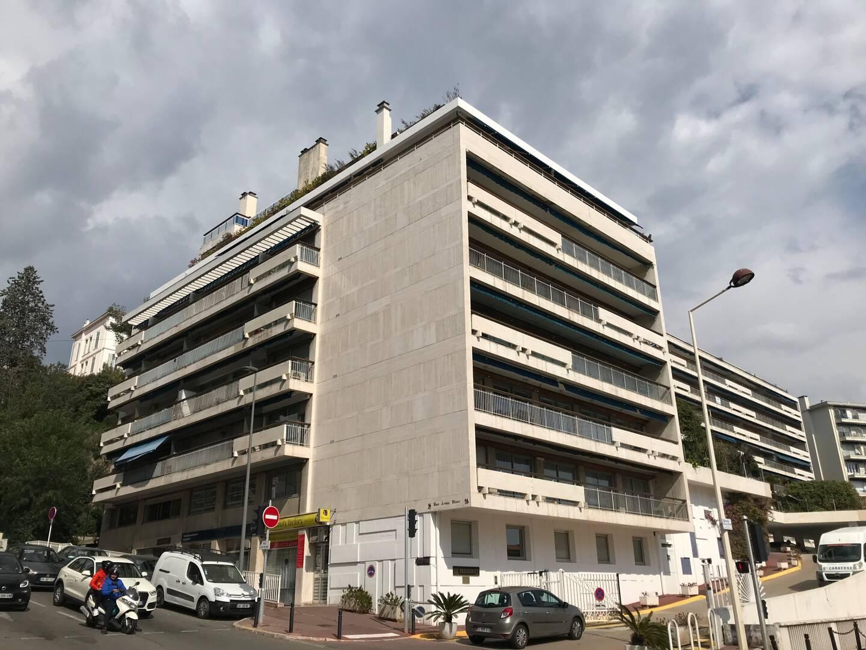 La semaine dernière, une fête sauvage dans cet immeuble à deux pas de la Croisette a imposé l'intervention de la police.