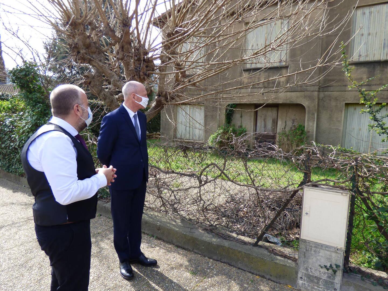 La propriété actuellement mise en vente au coeur du village qui pourrait accueillir une future maison autonomie pour les seniors.