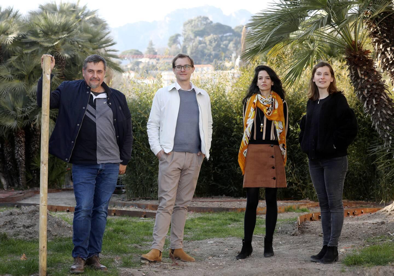 Franck Roturier, François Heusbourg, Flora Bonfanti et Maria Raluca Hanea dans les jardins du centre-ville de Menton où la maison d'Emily Dickinson va être recréée, à l'occasion du Festival des jardins de la Côte d'Azur.