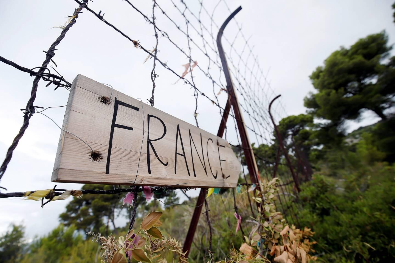 Les associations estiment que les droits des exilés sont bafoués.
