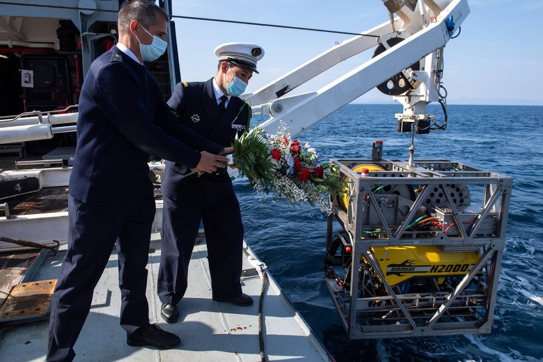 Les représentants des forces sous-marines et des familles des disparus ont participé à cette opération.