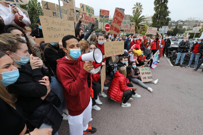 Manifestation des étudiants de STAPS à Nice.