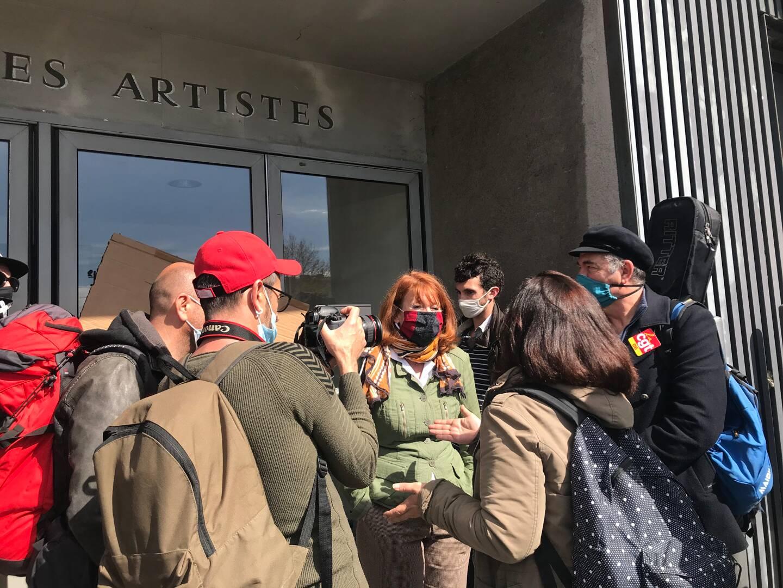 Muriel Mayette Holtz est allée au-devant des manifestants. La directrice du TNN voulait leur assurer son soutien sur le fond, mais pas sur la forme.