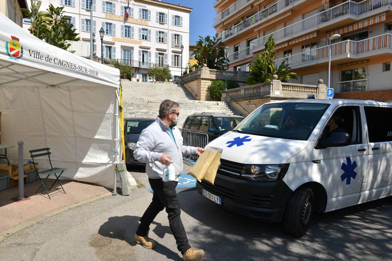 Une distribution de masques pour les professionnels de santé est organisée mercredi 17 mars, place Gabriel Péri à Cagnes-sur-Mer.