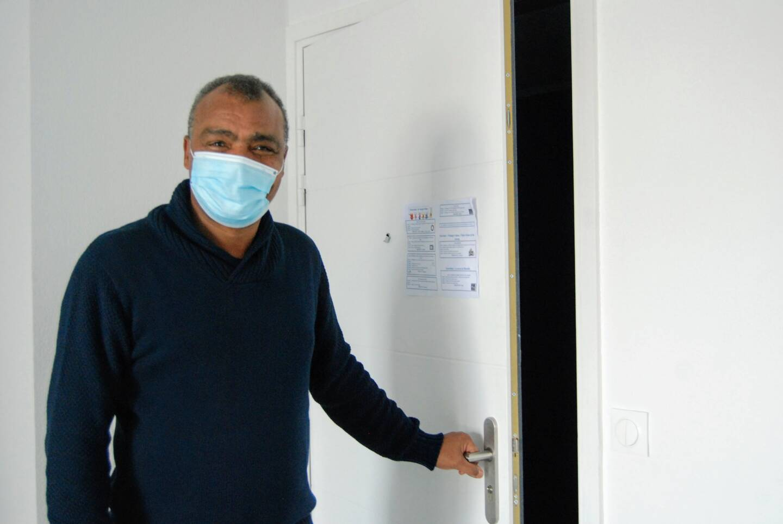 Mostafa Assou est référent pour les résidents d'un appartement de l'association Habitat et Humanisme.