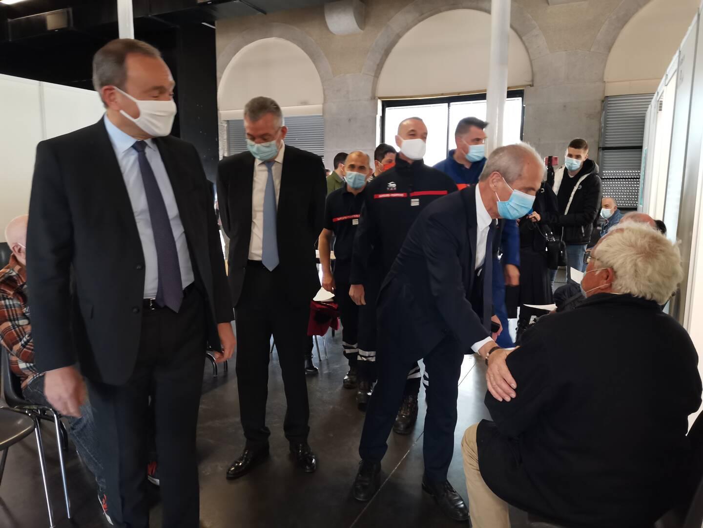 Le préfet du Var et le maire de Toulon ont rendu visite aux premiers vaccinés du Zénith hier matin.