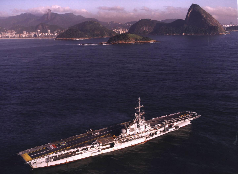 Le porte-avions São Paulo est arrivé au Brésil en 2001