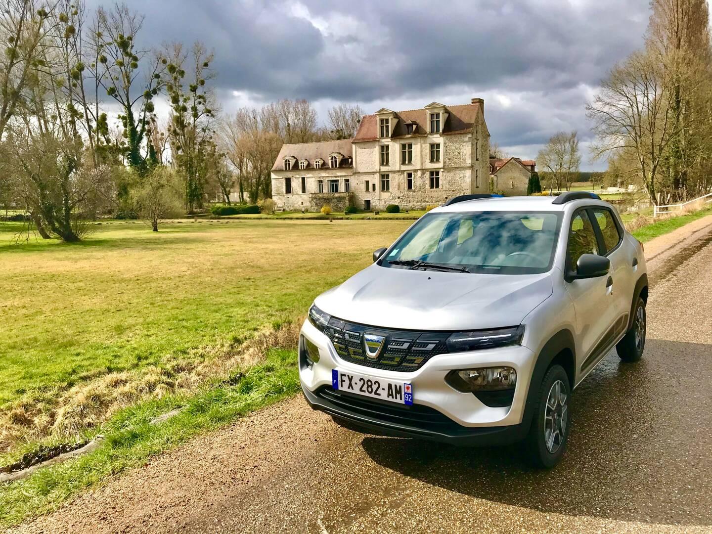 En lançant l'électrique la moins chère du marché, Dacia frappe très fort.