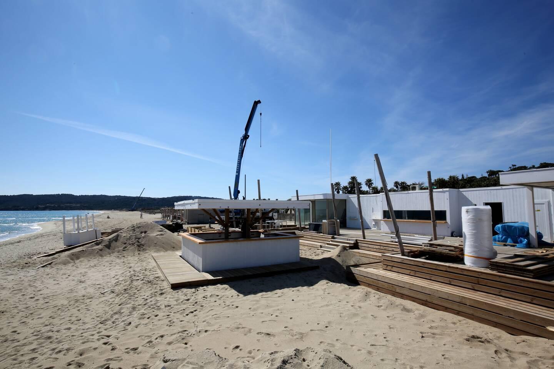 Sur Pampelonne, le montage des plages a démarré depuis quelques jours sur le domaine public maritime.