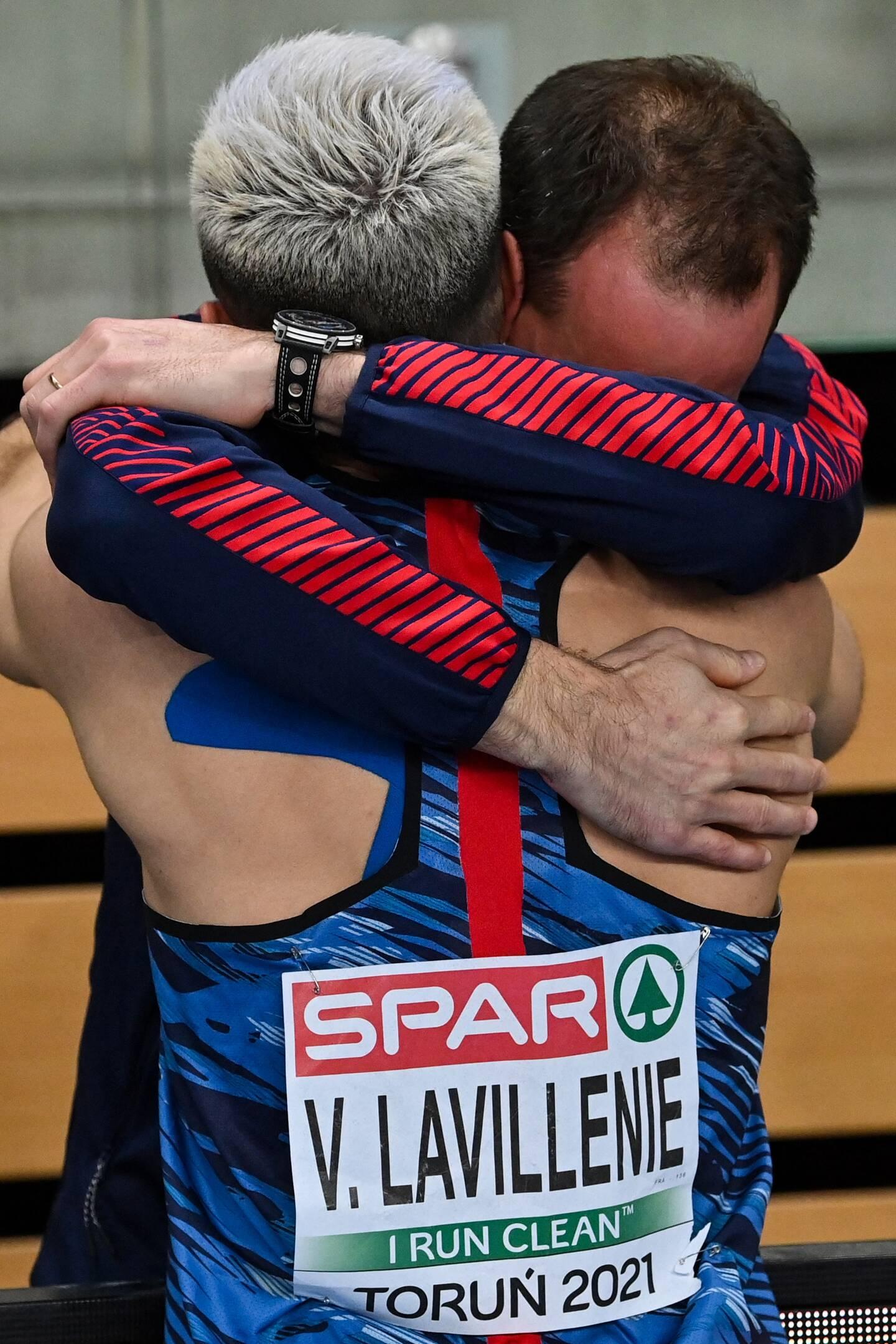 """Son frère aîné Renaud, lui """"sauve la vie"""" après une mauvaise chute qui a failli mettre fin à sa carrière sportive"""
