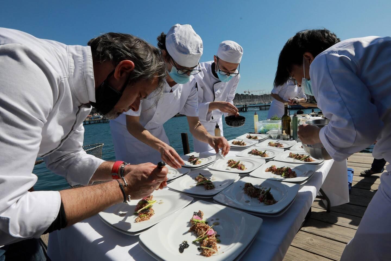 Les chefs Mickael Feval (étoilé) et Ippei Uemura ont préparé trois plats pour mettre en avant les productions locales.