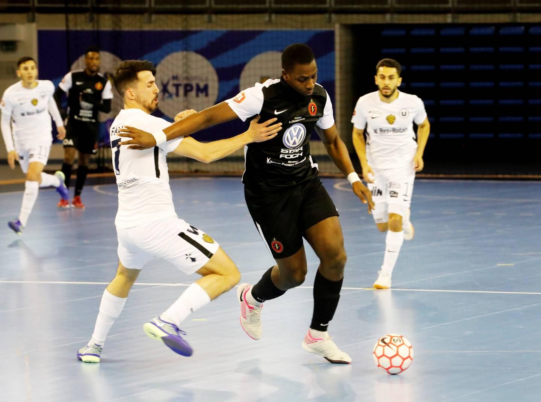 Les joueurs du Toulon élite futsal (ici en noir contre Nantes) ne joueront pas samedi face au Sporting club Paris en raison de cas de Covid-19 dans les rangs de l'équipe francilienne.
