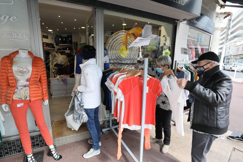 A Cannes, jeudi, plusieurs boutiques ont profité de l'aubaine.