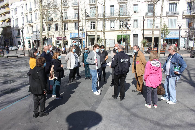 Les participants ne sont restés qu'une vingtaine de minutes sur la place de-Gaulle.