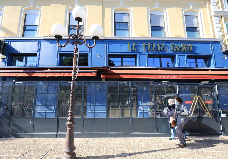 Le Félix Faure entièrement rénové, dedans comme dehors avec un horizon en bleu satiné.