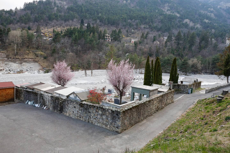 Le cimetière dévasté de Saint-Dalmas-de-Tende.