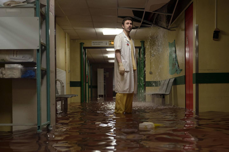 Là, à cause de l'inondation, les urgences de l'hôpital Poincaré se replient dans le service de médecine interne.