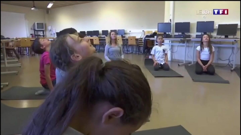 Des cours de yoga pour les collégiens.