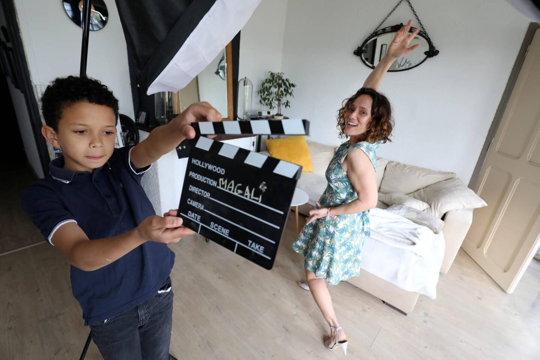 Tino, le fils de Magali possède sa propre chaîne sur YouTube:où il réalise des courts-métrages.