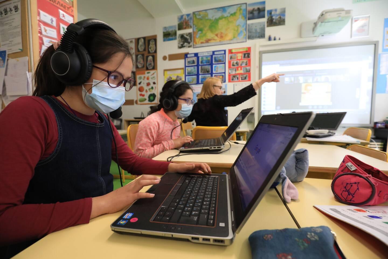 Seuls les enfants du personnel prioritaire ont repris les cours en classe, ce mardi à Nice.