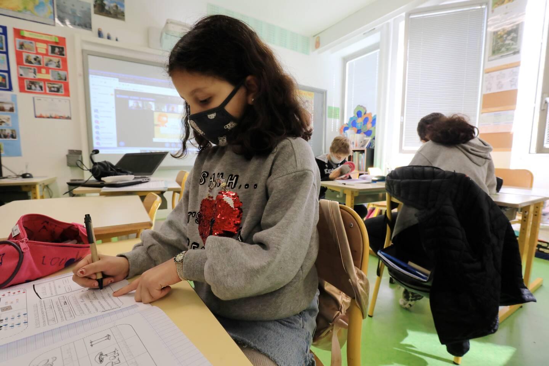 """Ambiance studieuse dans cette classe """"multi-niveaux"""", entre cours de russe, français et maths."""