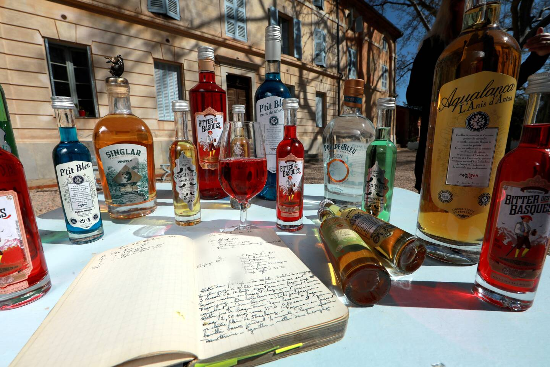 Bitter, absinthe, vodka etc. La Liquoristerie propose une gamme de plus de 15 produits.