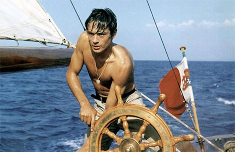 L'image d'un Alain Delon, torse nu, à la barre du voilier, est même devenue un classique graphique, aussi sexy que vénéneux.