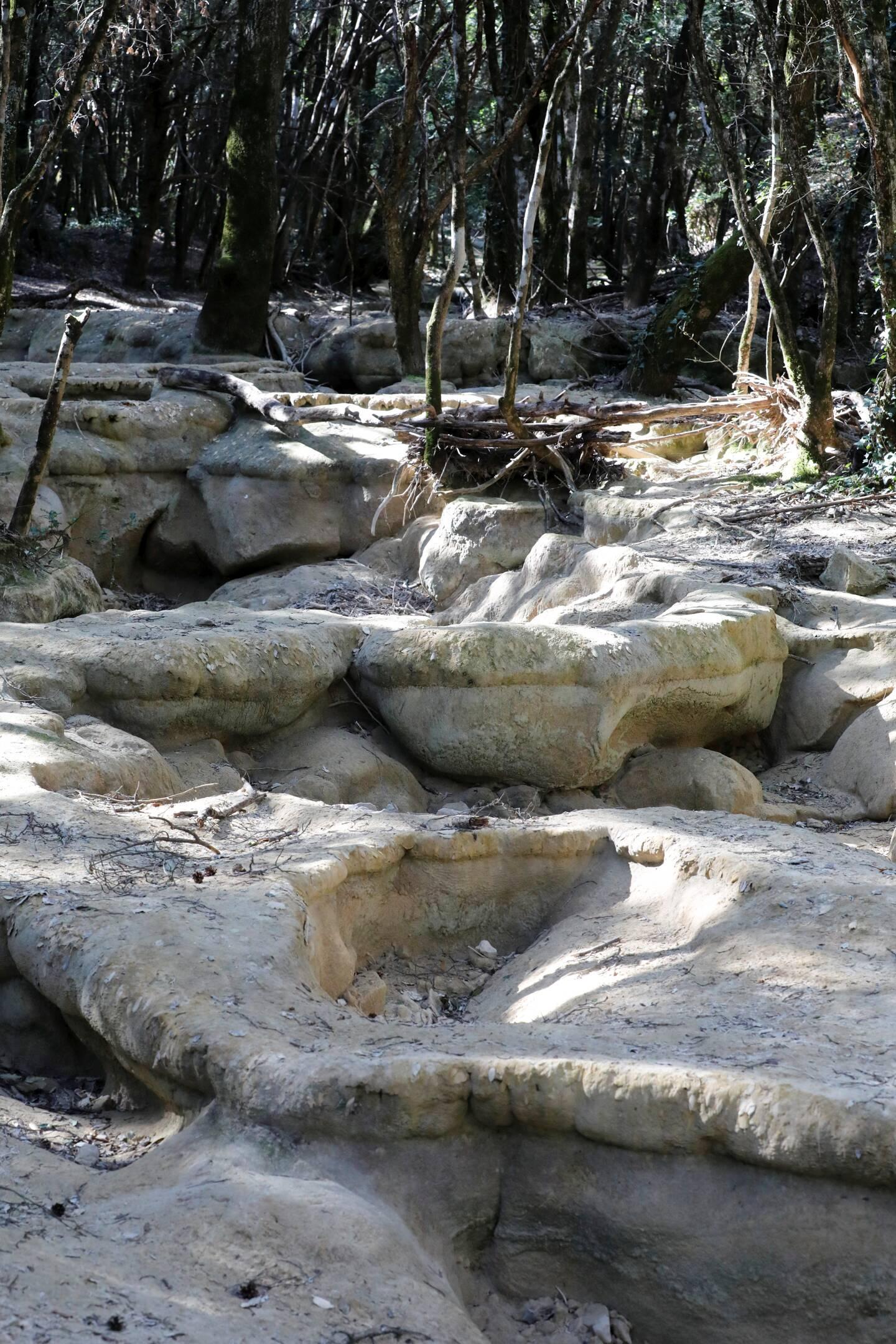 À Nans-les-Pins, les sources de l'Huveaune sont à sec.