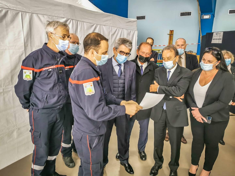 Le Préfet, Bernard Gonzalez, s'est rendu ce mercredi après-midi au centre de vaccination de Roquebrune-Cap-Martin, en présence des élus de la Riviera française.