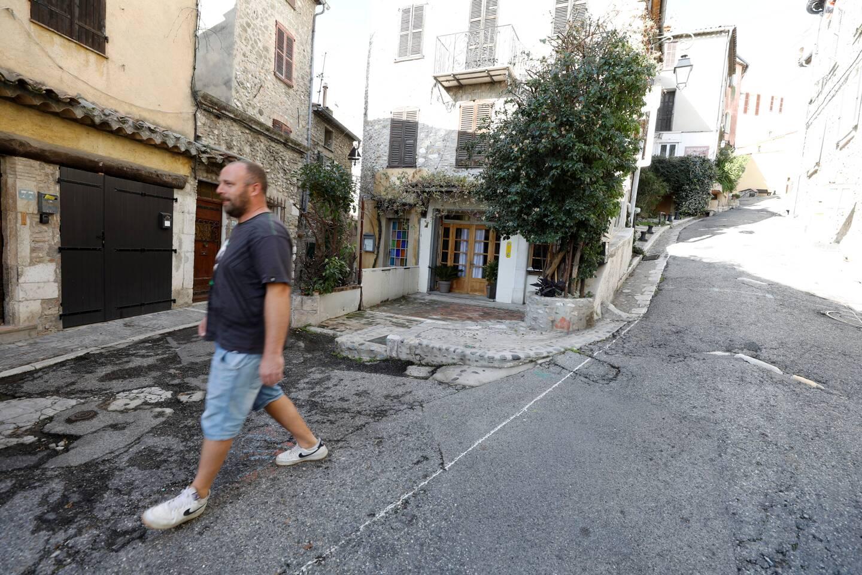 Les habitants regrettent un manque de consultation, même si l'ouverture de la montée de la Bourgade le week-end semble les rassurer.