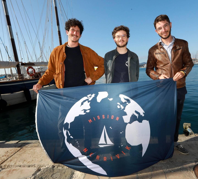 Trois des cinq navigateurs qui participeront à l'expédition à la voile dans le Grand Nord.