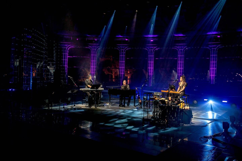Le chanteur Umberto Tozzi s'est produit samedi soir sur la scène de la Salle des Étoiles, pour un concert retransmis en streaming partout dans le monde. (Photo Luca Brunetti)