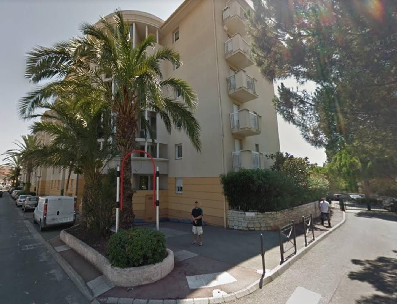 La locataire, habitant cette résidence, à l'entrée de Saint-Raphaël, estime être dans son bon droit. La justice la suivra-t-elle?