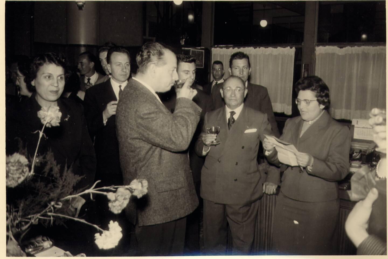Au centre et de face de la photo, Georges Maurice, lors de la remise des médailles du travail en 1959.