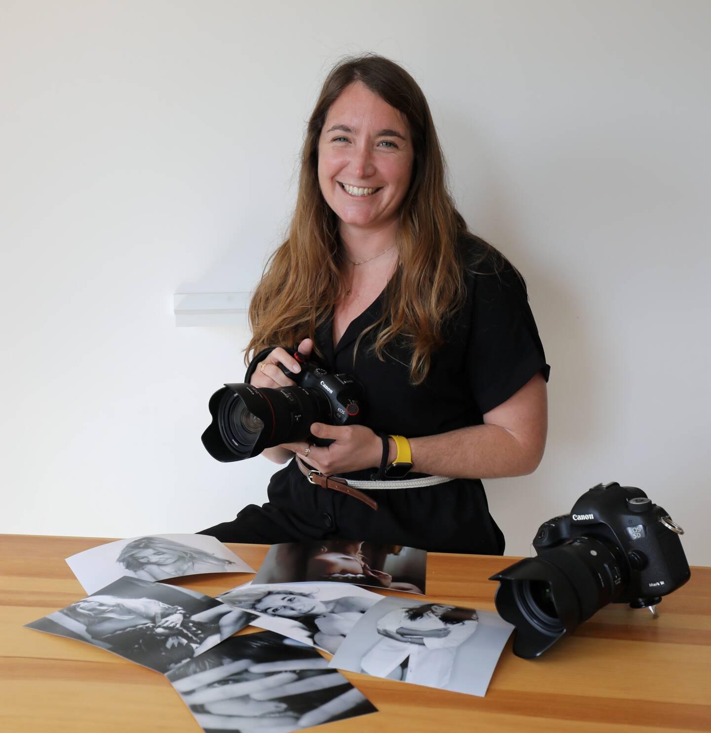 Belle énergie et grand sourire: Marion Eymauzy diffuse ses bonnes ondes à travers son travail.