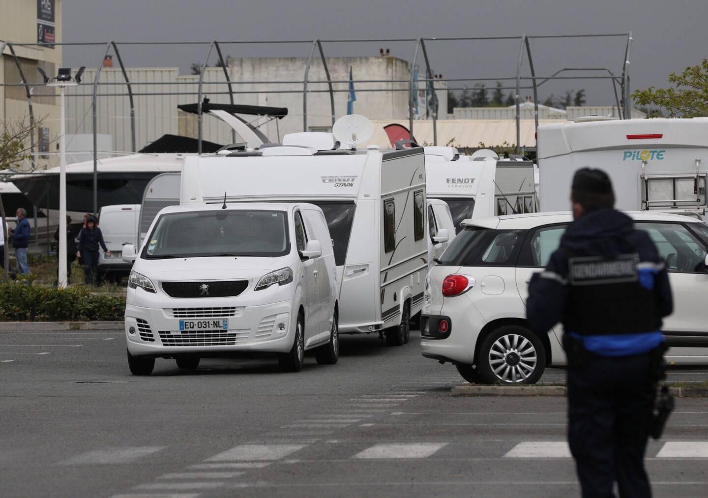 Ce mercredi vers 13h, les caravanes ont quitté le parking de Décathlon à Mandelieu, sous escorte de la gendarmerie. Avant un retour cet été?