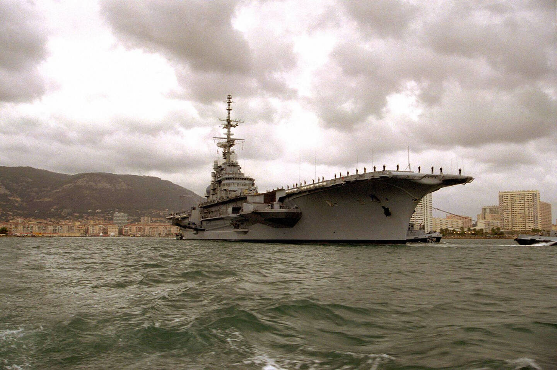 Lelors de son départ définitif de Toulon en novembre 2000. Le porte-avions avait alors mis le cap sur Brest avant de rejoindre le Brésil.