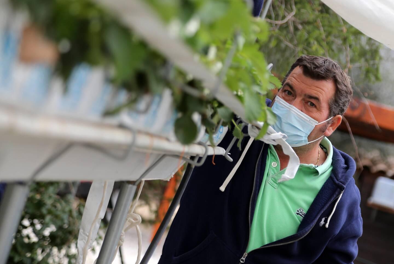 À Brignoles, Yann Frédéric estime avoir perdu 70% de sa production de fraises Cléry, une variété précoce dont il avait cueilli les premiers fruits la semaine dernière.