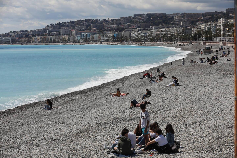 Depuis le 6 avril, un arrêté préfectoral impose le masque sur les plages et dans les parcs du département.