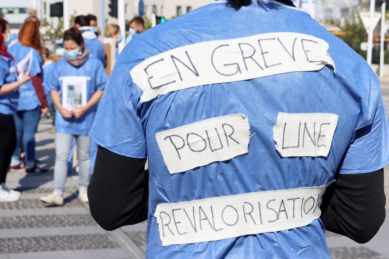 Les soignants de réanimation font grève devant l hôpital de Sainte Musse.