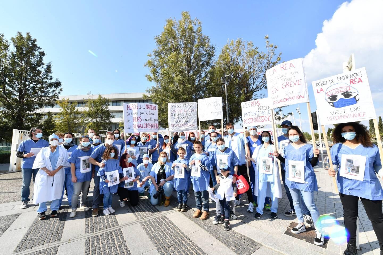 Les soignants de réanimation font grève devant l'hôpital de Sainte Musse.