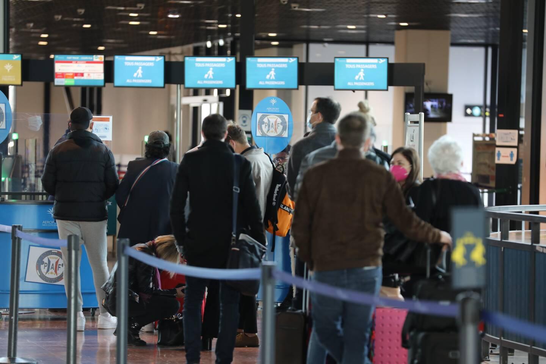 Un contrôle d'embarquement, ce mercredi, à l'aéroport de Nice. (Photo Eric Ottino)