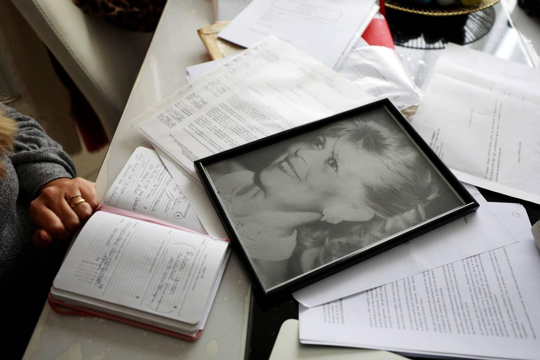 Les circonstances du décès de sa mère Tita rendent Patricia Ficara-Hnzido inconsolable...