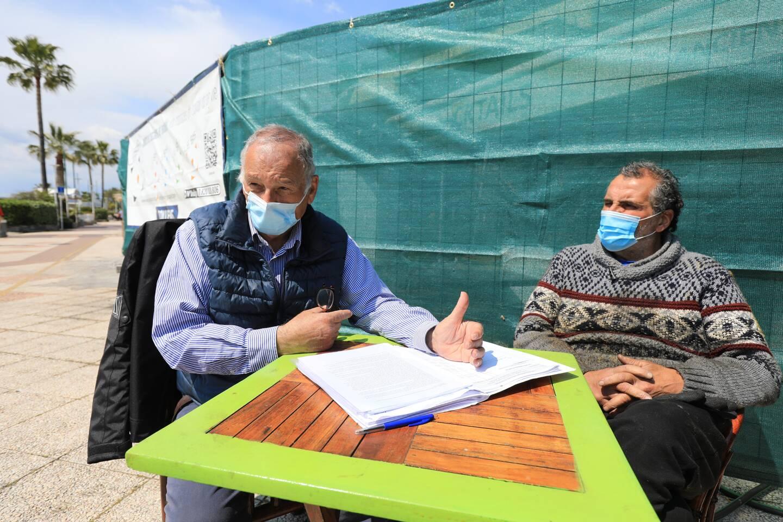 """Aimé Behar (à gauche), patron du """"Dylano"""" et président de l'association des commerçants des Flots Bleus, et Christophe Siri, patron de """"La Cabane""""."""