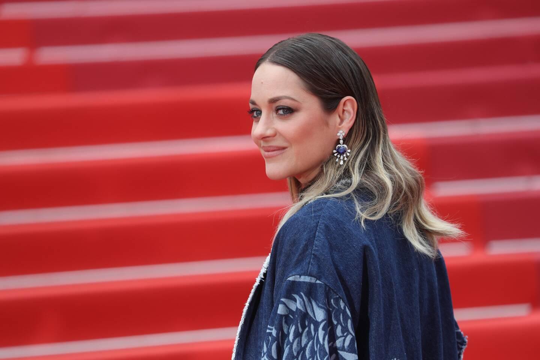 Marion Cotillard monte le tapis rouge lors du dernier festival de Cannes... en 2019.