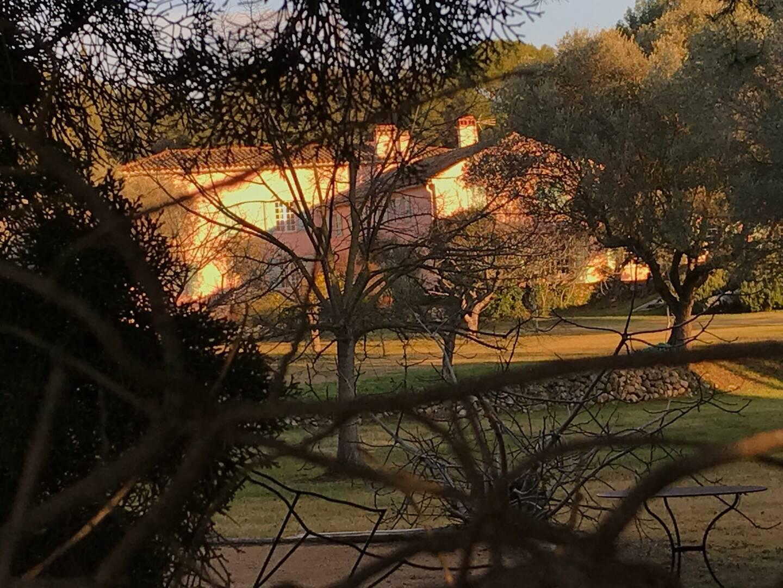 La propriété familiale comprend plusieurs maisons à Sanary.