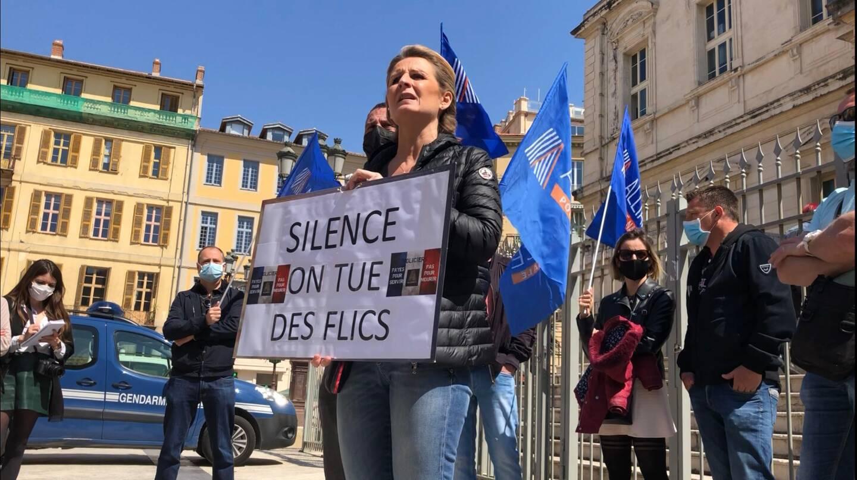 Rassemblement à l'appel d'Alliance-police nationale, ce mardi, devant le tribunal judiciaire de Nice.