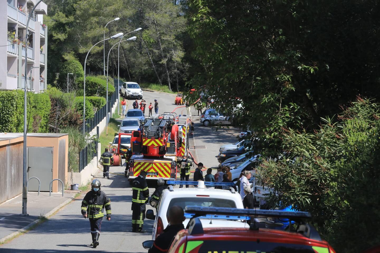 Le feu se serait déclaré dans la cuisine d'un appartement situé au rez-de-chaussée d'un immeuble de la rue Paul-Eluard.
