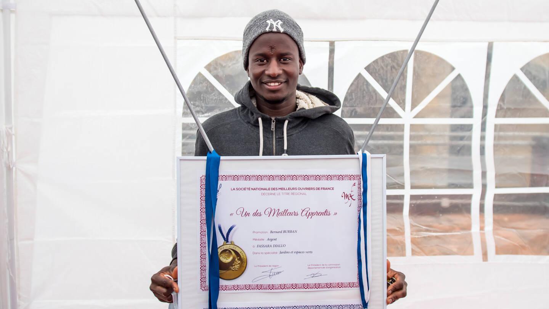 À 20 ans, Fassara Diallo a décroché un CDI aux Bois de Grasse et peut entrevoir plus sereinement l'avenir. Sans oublier les siens aux pays, qu'il retournera voir dès qu'il le pourra.
